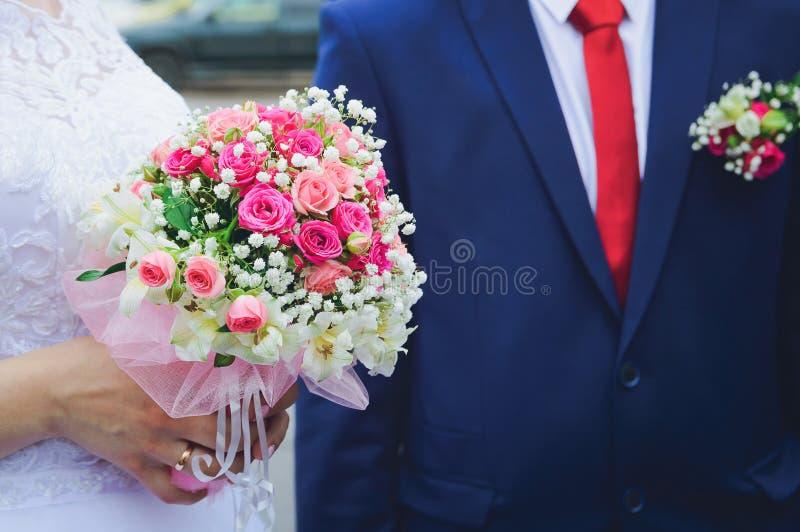 Ślubny bukiet boutonniere fornal i panna młoda zdjęcie royalty free