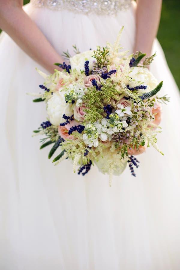 Ślubny bukiet peonie zdjęcia stock