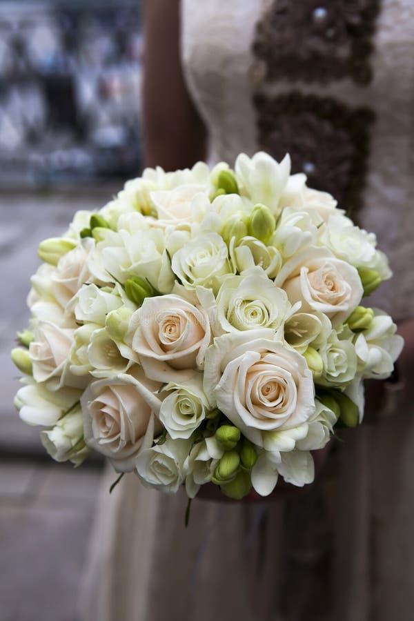 Ślubny Bukiet Różowe I Biały Róże Zdjęcie Stock