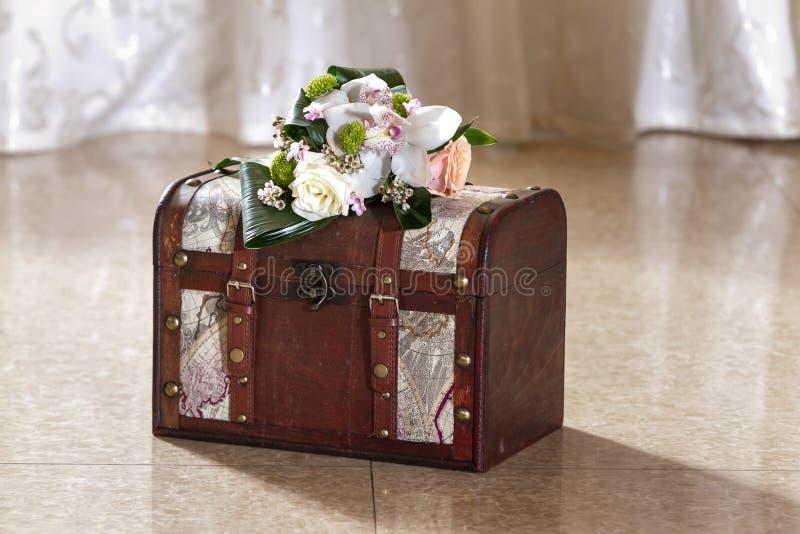 Download Ślubny karciany pudełko obraz stock. Obraz złożonej z pakunek - 28958689
