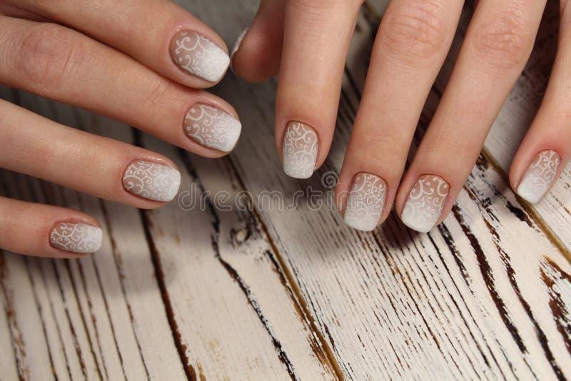 ślubny manicure dla panny młodej zdjęcie royalty free