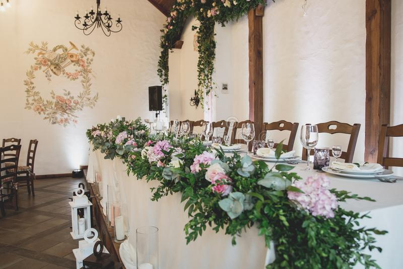 Ślubny stół dla gości przed ceremonią fotografia royalty free