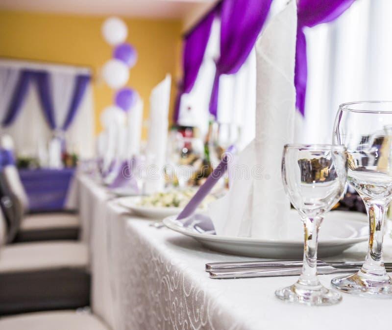 Ślubny stołowy położenie w wieśniaka stylu zdjęcia stock