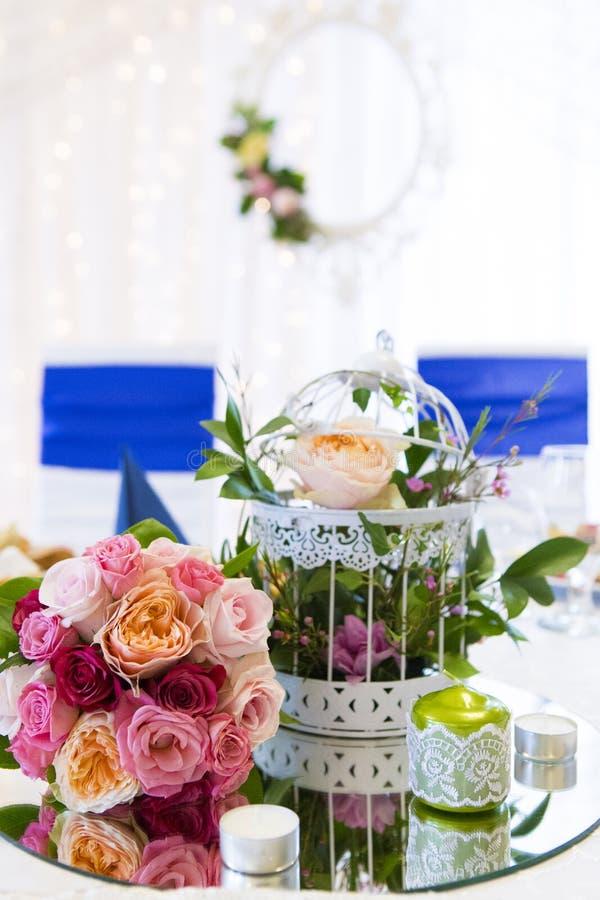 Ślubny stołowy szczegół przy restauracyjnym przyjęciem zdjęcie stock