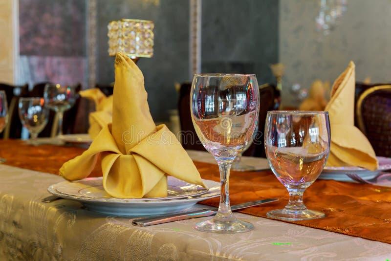 ślubny stołu set dla grzywny łomota innego catered wydarzenie zdjęcia royalty free