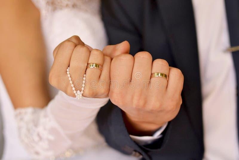Ślubny tło, ręka nowożeńcy obraz royalty free