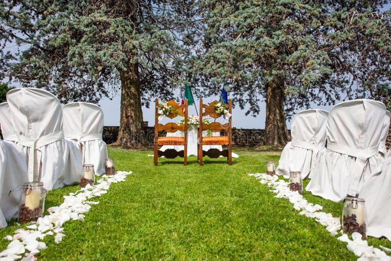 Ślubny ustawianie plenerowy w ogródzie fotografia stock
