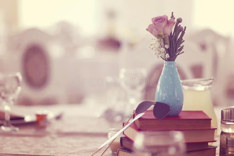 Ślubny wystrój na stole zdjęcie stock