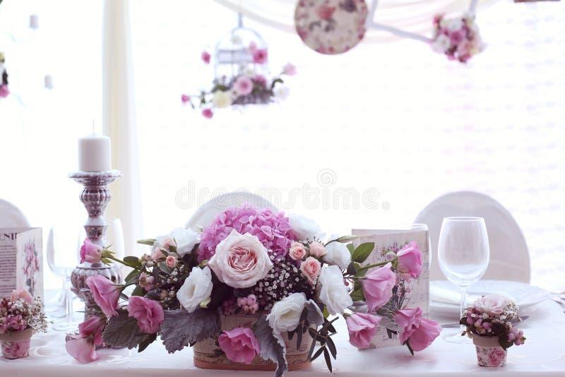 Ślubny wystrój z kwiatami zdjęcie stock