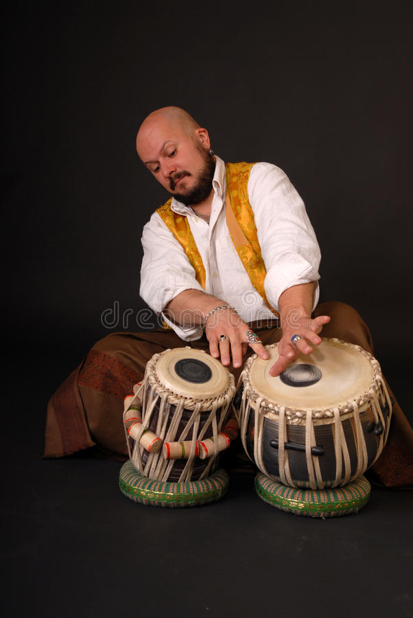 śmiały bębenu musicion perkusi tabla turkish zdjęcie royalty free