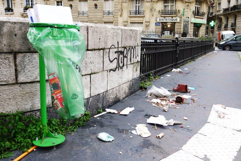 Śmiecący Uliczny Paryż zdjęcia royalty free