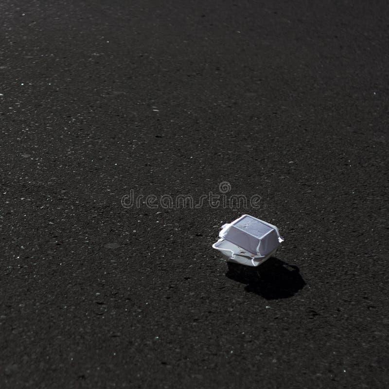 Śmiecący zamknięty widok niszczący Styrofoam bierze out zbiornika zdjęcia royalty free