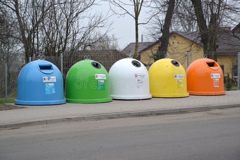 Śmieciarscy zbiorniki w Ketrzin, Polska fotografia stock