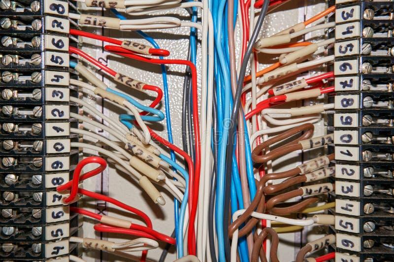 Śmiertelnie bloki dla elektrycznych podłączeniowych i uziemiają terminali dla gruntować przemysłowe tło zdjęcie stock