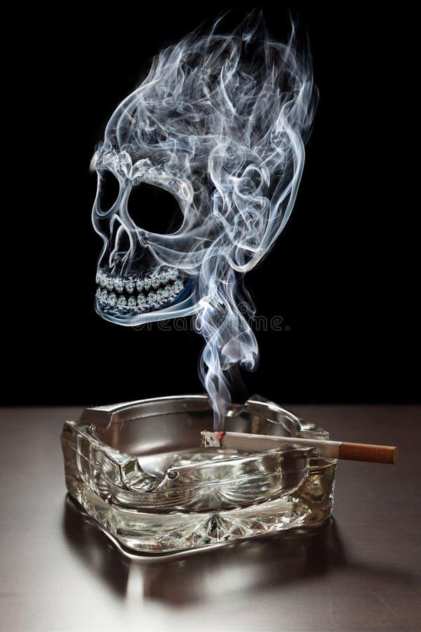 śmiertelny dymienie obrazy stock