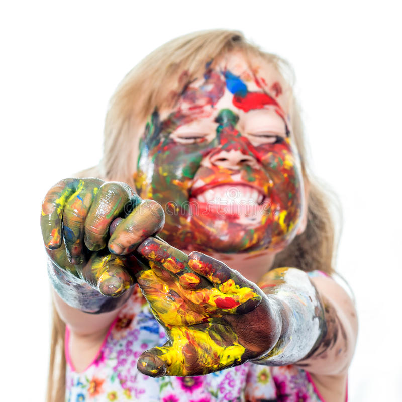 Śmieszna dziewczyna z malującą twarzą i rękami fotografia stock