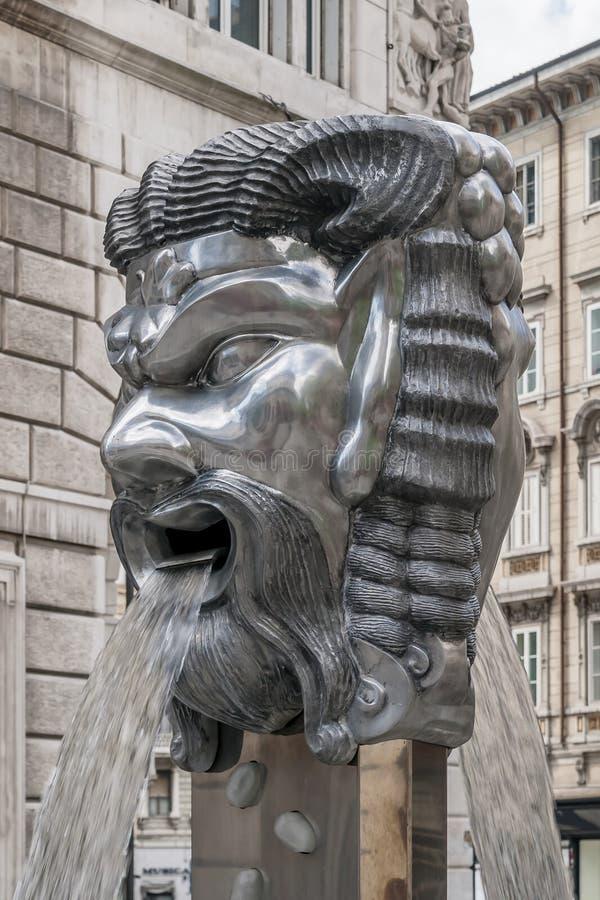 Śmieszna fontanna maski w Viale XX Settembre, Trieste, Friuli Venezia Giulia, Włochy zdjęcia stock