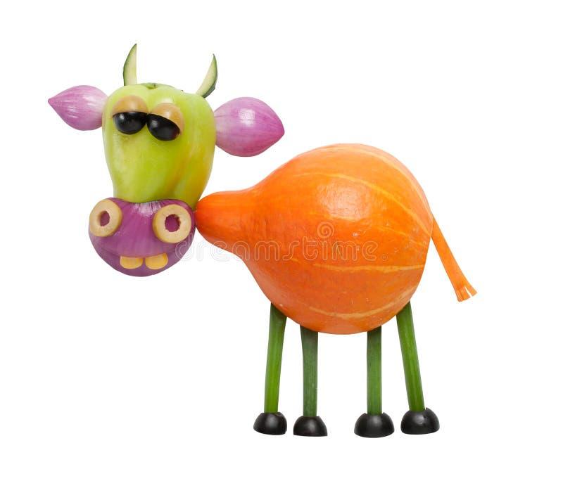 Śmieszna krowa robić warzywa obrazy royalty free