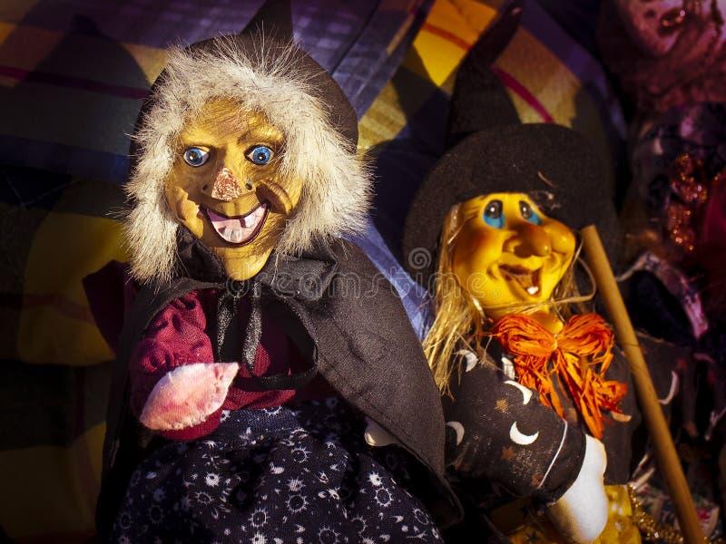 Śmieszna kukła Halloweenowa czarownica - pojęcie wizerunek obrazy stock
