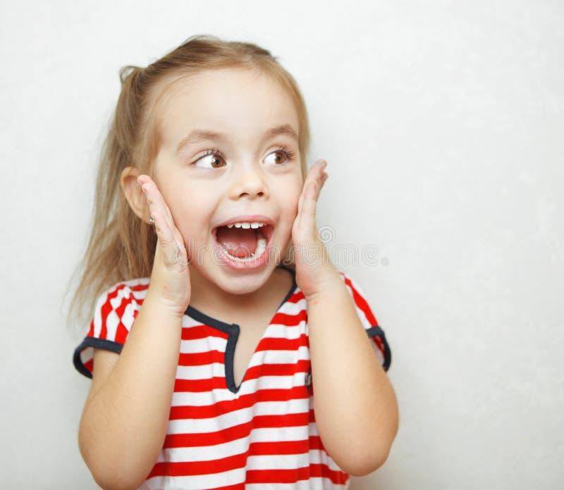 Śmieszna mała dziewczynka brać aback wielką niespodzianką fotografia royalty free
