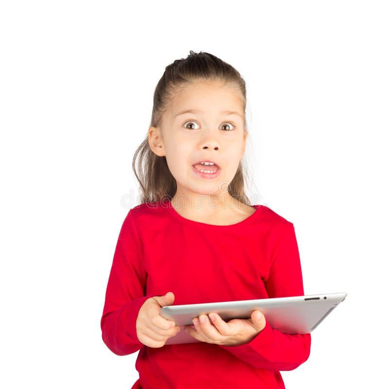 Śmieszna mała dziewczynka z pastylka komputerem zdjęcia royalty free
