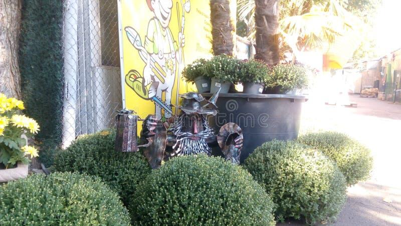 Śmieszna ogrodowa instalacja zdjęcie royalty free