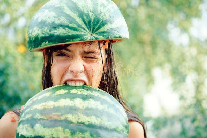 Śmieszna reklama dla sklepu z jesień rabatami Śmieszna kuchnia Szalony nastolatek Walkoweru lato - cześć jesień fotografia stock