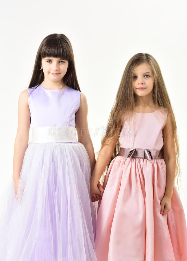 Śmieszna rodzina Dwa ślicznej małe dziecko dziewczyny obraz royalty free