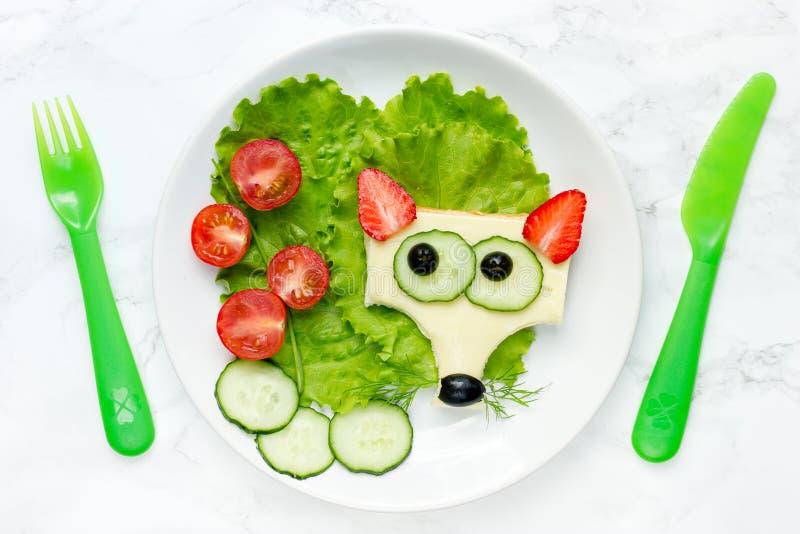 Śmieszna zwierzęca twarzy kanapka dla dzieci, lis kanapka obrazy stock