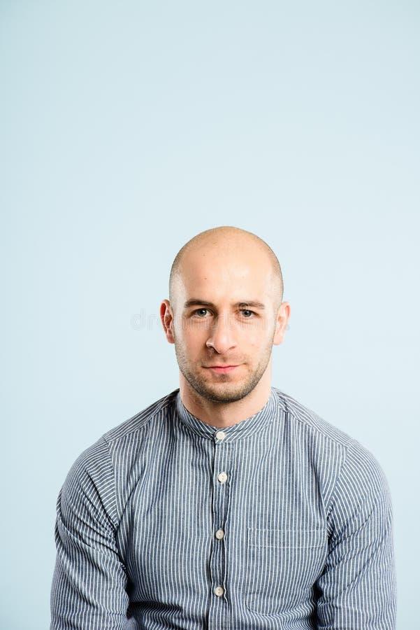 Śmiesznego mężczyzna portreta definici błękita wysokiego tła istni ludzie obrazy royalty free