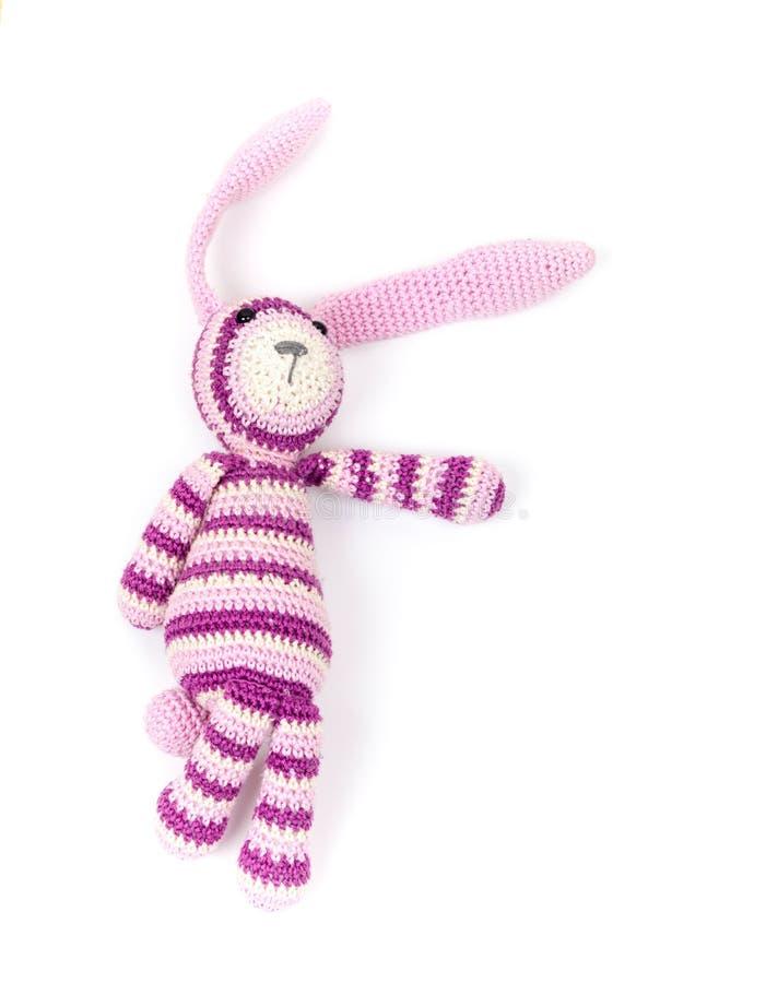 Śmiesznego trykotowego królika zabawkarska pokazuje właściwa wskazówka zdjęcia royalty free