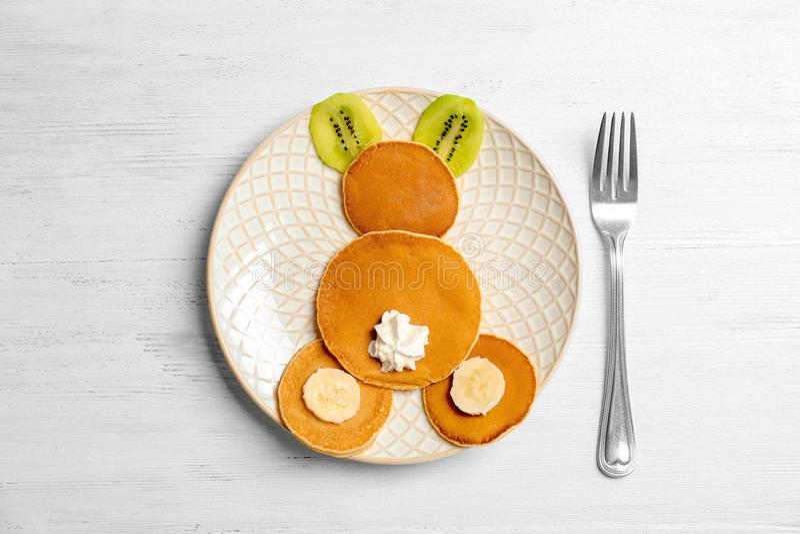 Śmieszni bliny dla dzieciaków śniadaniowych obrazy stock