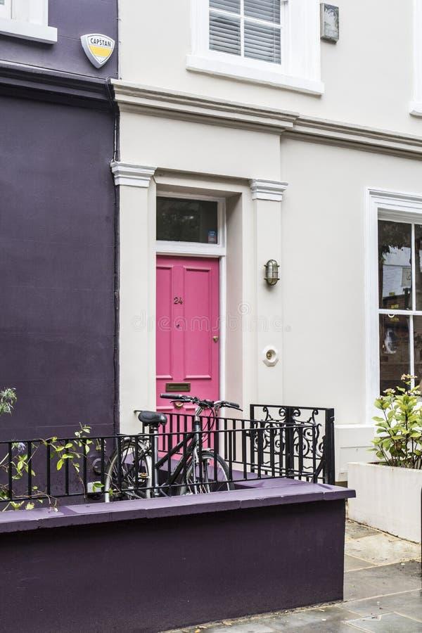Śmieszni kolorowi domy od Londyn obraz royalty free
