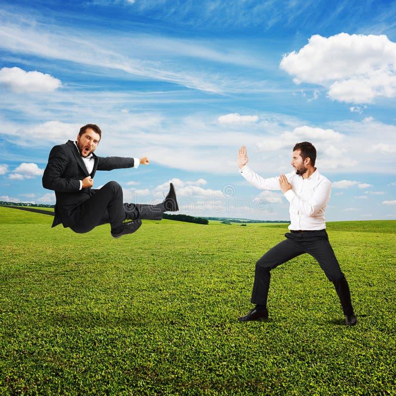 Śmieszni krzyczący biznesmeni zdjęcie royalty free