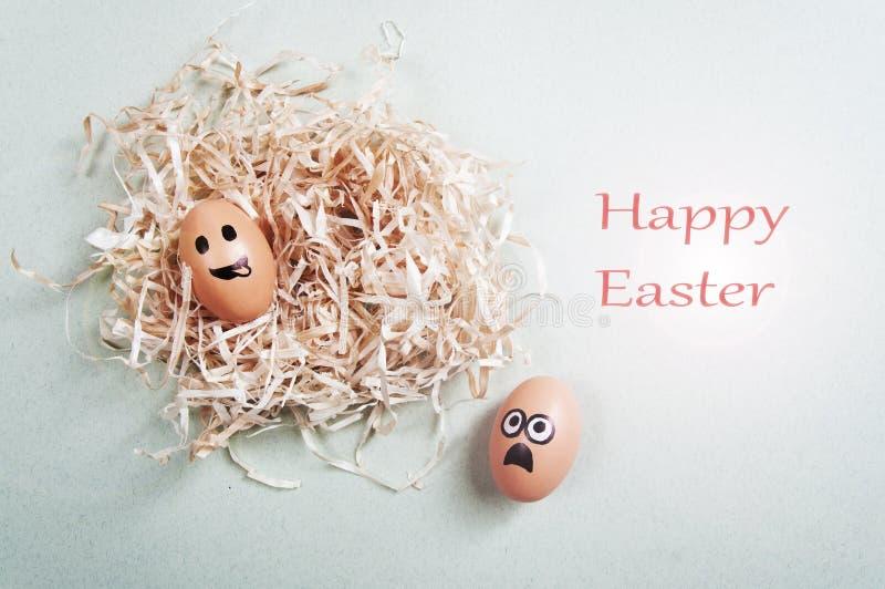 Śmieszni Wielkanocni jajka z patroszonymi twarzami przedstawia różnorodne emocje wielkanoc szczęśliwy obrazy stock