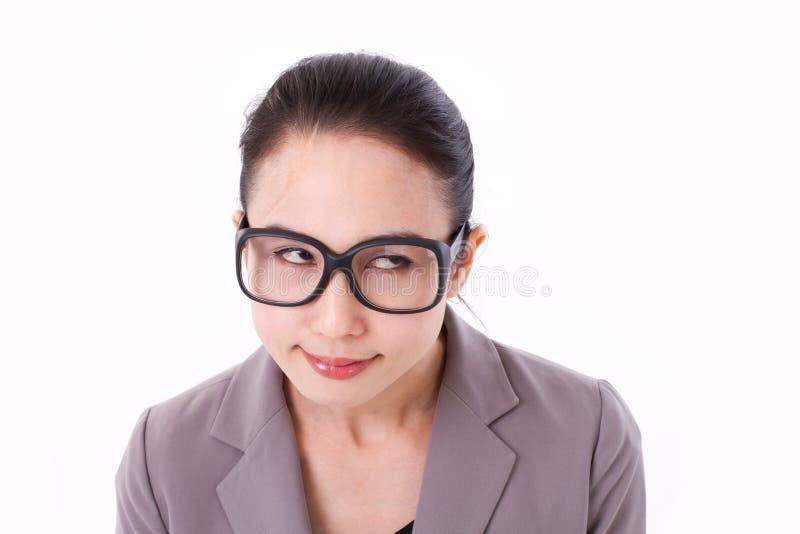 Śmieszny bizneswoman przyglądający przy pustą przestrzenią up zdjęcia royalty free