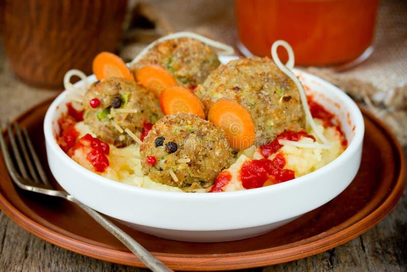 Śmieszny Halloween przyjęcia jedzenie - meatloaf szczury obrazy royalty free