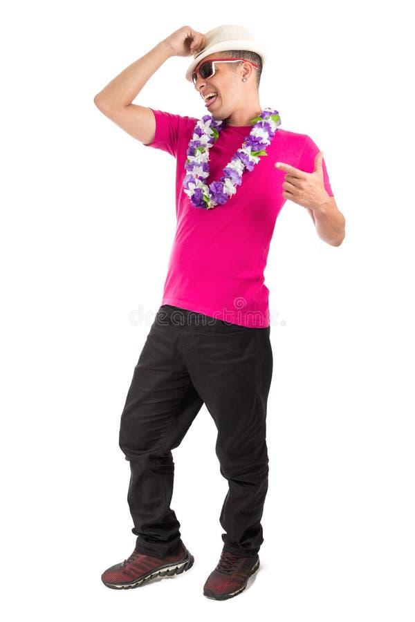 Śmieszny mężczyzna cieszy się przyjęcia Brazylijski życzliwy, odosobniony dalej zdjęcia stock