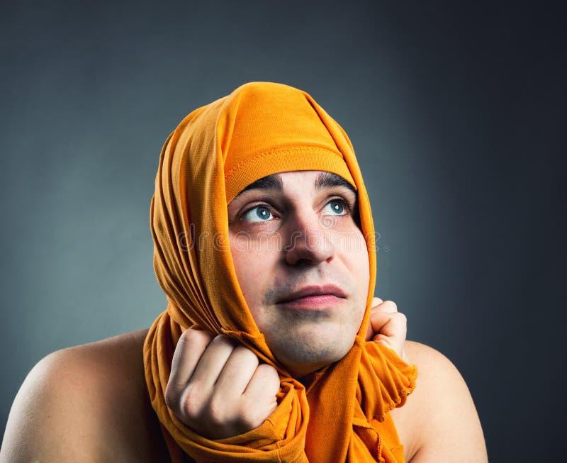 Śmieszny mężczyzna weared żółta tkanina zdjęcia stock