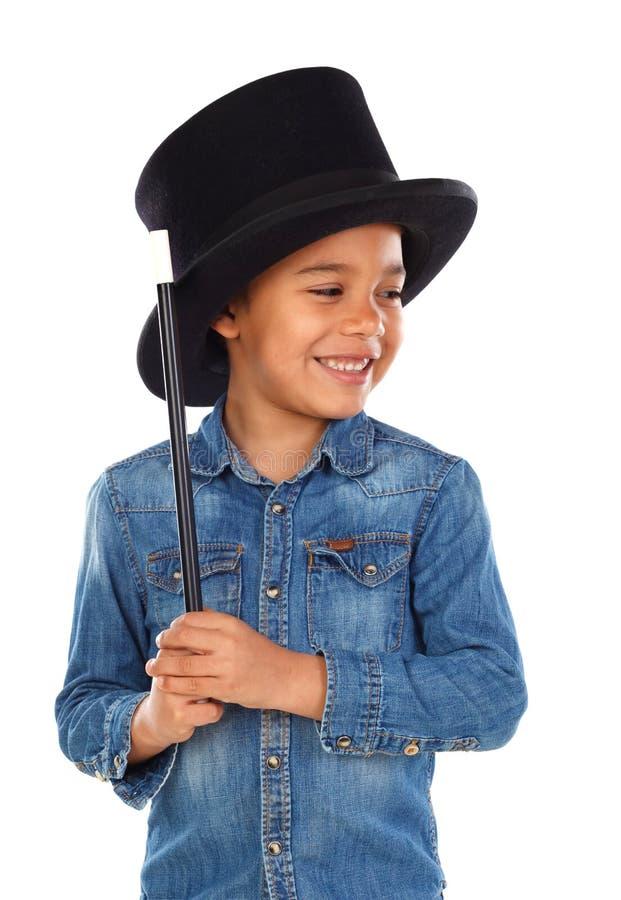 Śmieszny mały magik z odgórnym kapeluszem i magiczną różdżką fotografia stock