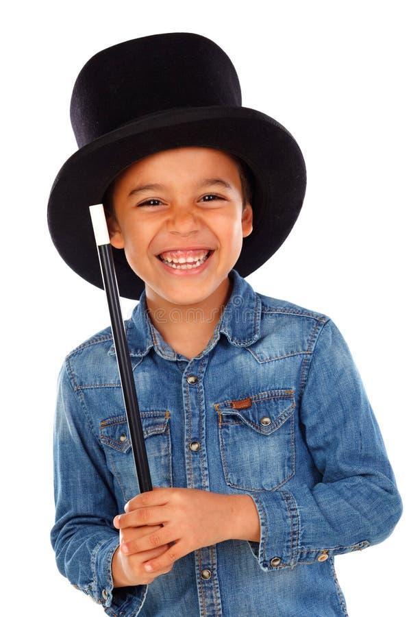 Śmieszny mały magik z odgórnym kapeluszem i magiczną różdżką obraz stock
