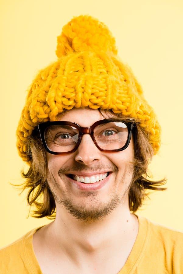 Śmiesznego mężczyzna portreta definici kolor żółty wysokiego tła istni ludzie obraz royalty free