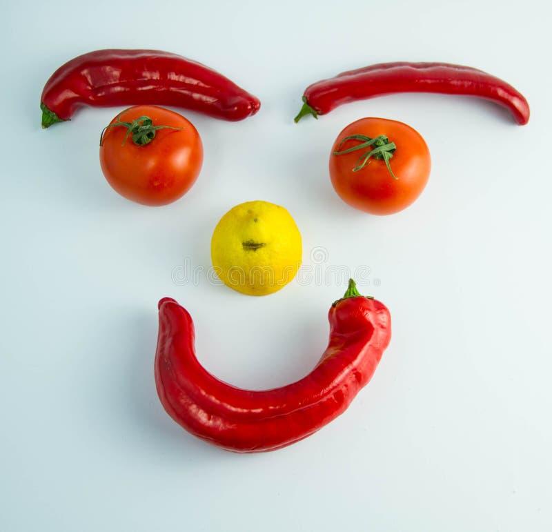 Śmieszny uśmiechnięty emoticon robić warzywa zdjęcia royalty free