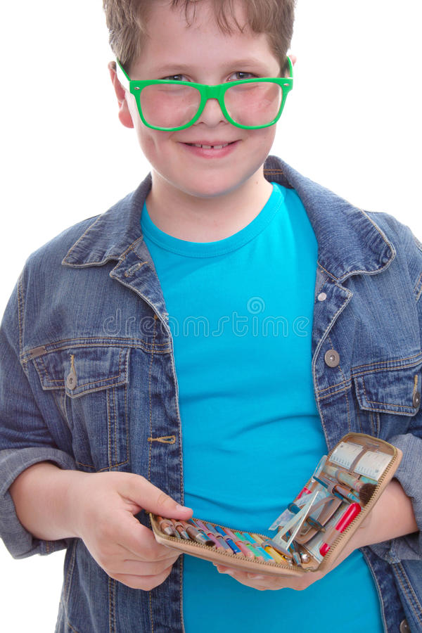 Śmieszny uczeń w zielonych szkłach - odizolowywających na bielu obrazy stock