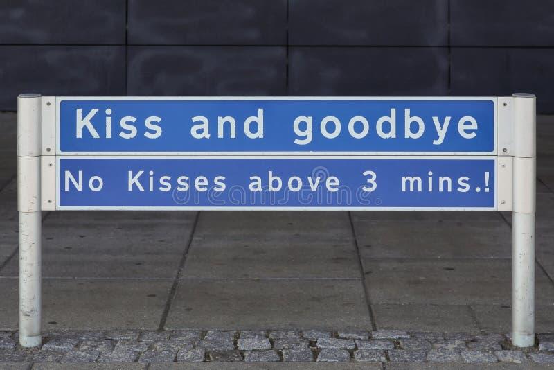 Śmieszny znak przy opuszcza daleko teren przy Aalborg lotniskiem obrazy stock