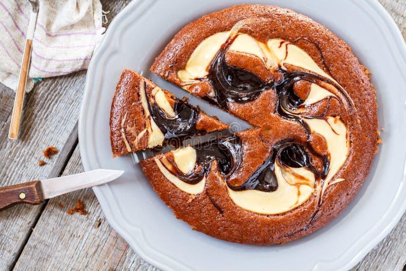 Śmietankowy czekoladowego torta ciastko zdjęcie stock