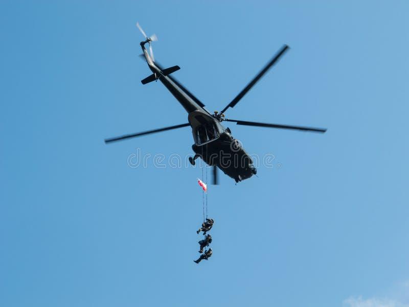 Śmigłowcowa przewożenie jednostek specjalnych drużyna zdjęcie stock