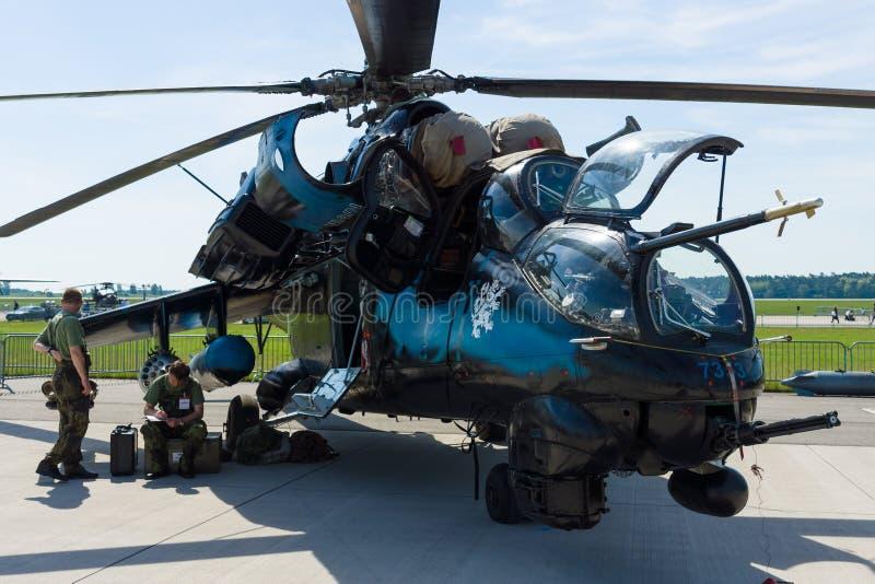 Śmigłowiec szturmowy z przewiezionych potencjałów Mil Mi-24 łanią fotografia royalty free