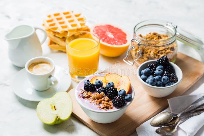 Śniadania i lunchu pojęcie - tradycyjny jedzenie zdjęcia stock