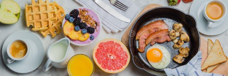 Śniadania i lunchu pojęcie - tradycyjny jedzenie zdjęcie stock